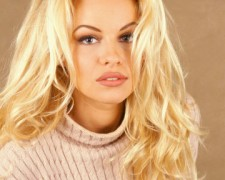 Pamela Anderson (49)