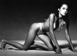 Angelina Jolie (25)