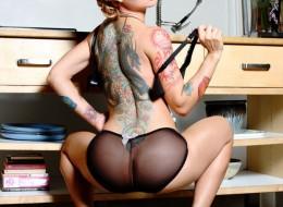 Laseczka z tatuażem (6)