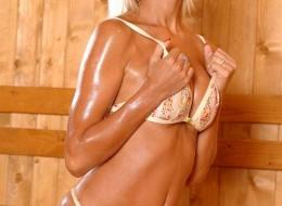 Porno blondyna w saunie (13)