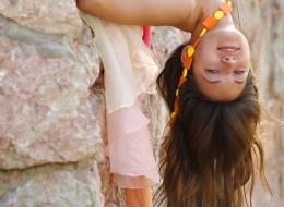 Śliczna brunetka w huście (7)