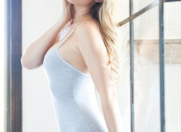Jasna suczka z dużymi fajnymi piersiami (3)