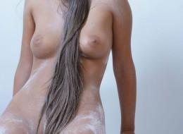 Piękna naga brunetka (4)