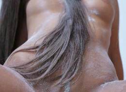 Piękna naga brunetka (5)