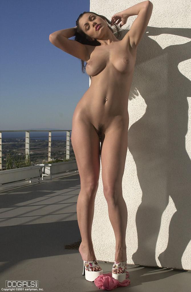 Fajna brunetka z fajną cipką (5)