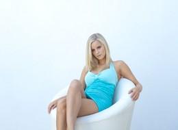 Blondyna na fotelu (9)