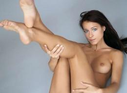 Bruneta na porno planie (2)