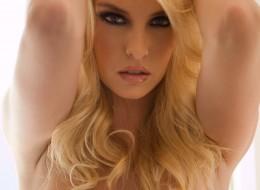 Kobieca blondyna (3)