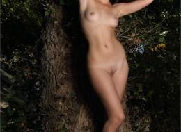 Leśne fotki pewnej małolaty (4)