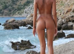 Młoda sunia na plaży (7)