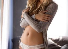 Piękna blondyna z cudownymi piersiami (10)