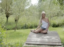 Wiejska blondyna z cipką na wierzchu (10)