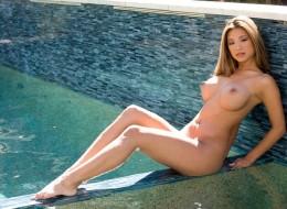 Azjatycka suka w basenie (12)