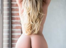 Blondyna w różu (8)