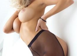 Blondyna w rajstopach (7)