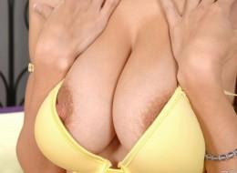 Naturalne duże piersi (10)