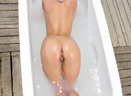 Laseczka w wannie (2)