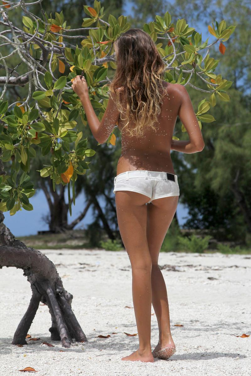 Sunia naga na plaży (12)