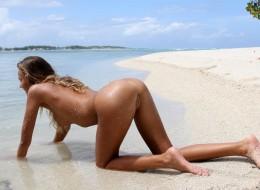 Sunia naga na plaży (4)