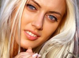 Utleniona blondyna na drodze (5)