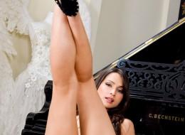 Czarnulka przy pianinie (6)