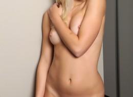 Smakowita amatorska blondynka (7)