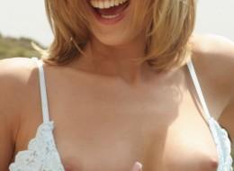 Uśmiechnięta w okularach przeciwsłonecznych (8)