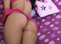 Opalona małolata w sypialni (11)
