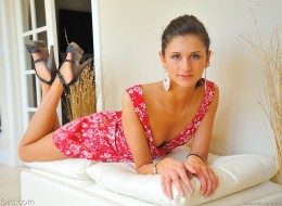 Śliczna w różowej sukience (7)