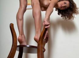 Zgrabna laska na krzesełku (3)