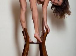 Zgrabna laska na krzesełku (4)