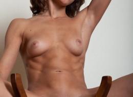 Zgrabna laska na krzesełku (5)