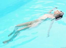 Czarnula w basenie (3)