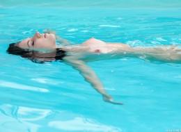 Czarnula w basenie (4)