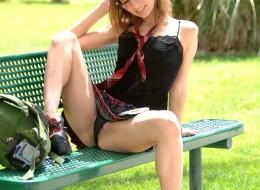 Studentka w parku (12)