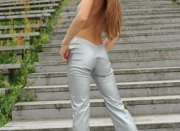 Dziura w spodniach (1)