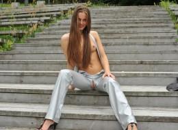Dziura w spodniach (4)