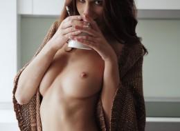 Naga z kawą (11)