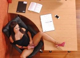 W biurze z wibratorem (6)