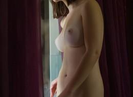 Duże soczyste piersi brunetki (5)