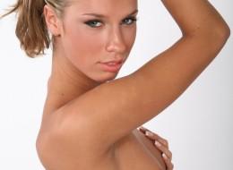 Sex blondi z pieprzykiem nad ustami (12)