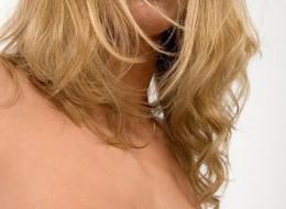 Sex blondi z pieprzykiem nad ustami (4)