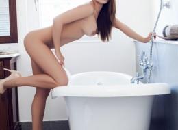 Silikonowa dupeczka w wannie (6)