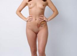 Młoda z kolorowym tatuażem (7)