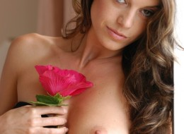 Dojrzała sesja z kwiatkiem (12)