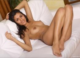 Super latynoska na łóżku (3)