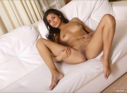 Super latynoska na łóżku (4)