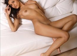 Super latynoska na łóżku (5)