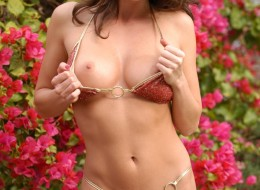 Mamuśka i soczyste bikini (12)
