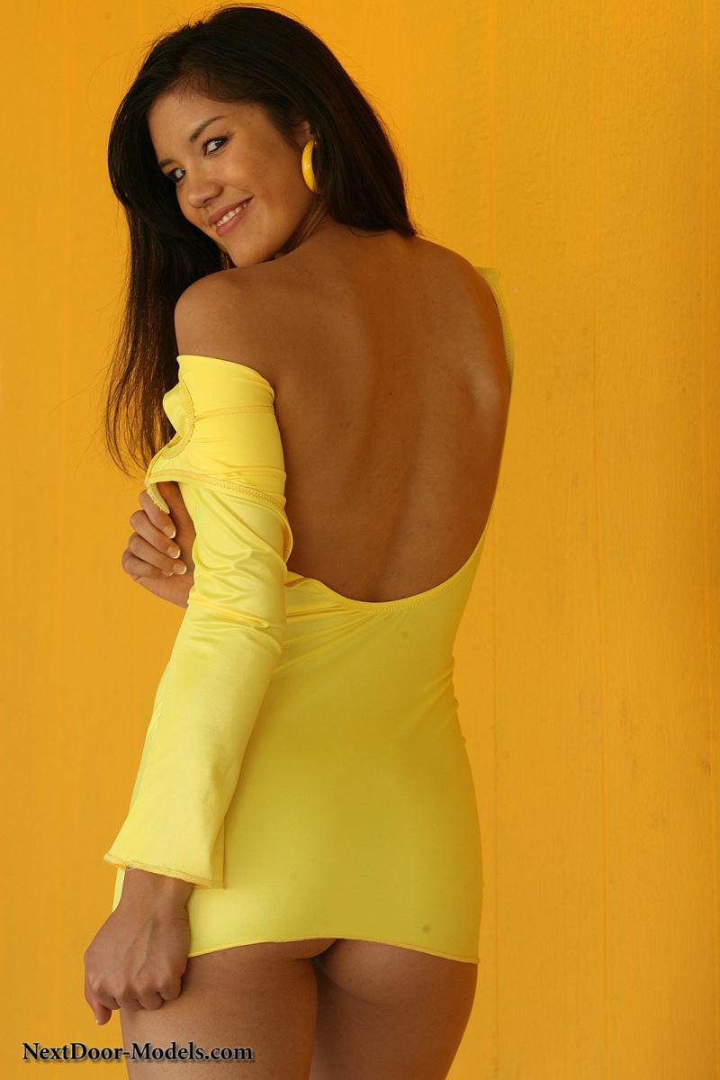 Cizia w żółtej sukience (11)